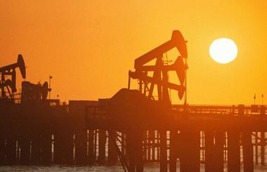 Нефть не идет выше $50