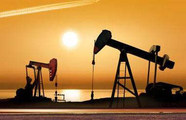 В пятницу нефть отыграла падение. Аналитикам приходится делать прогнозы наобум