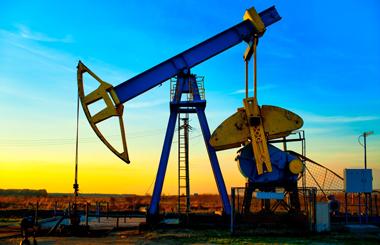 Нефть дешевеет на фоне роста числа буровых установок в США