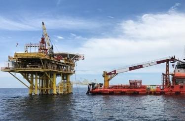 Нефть под водой