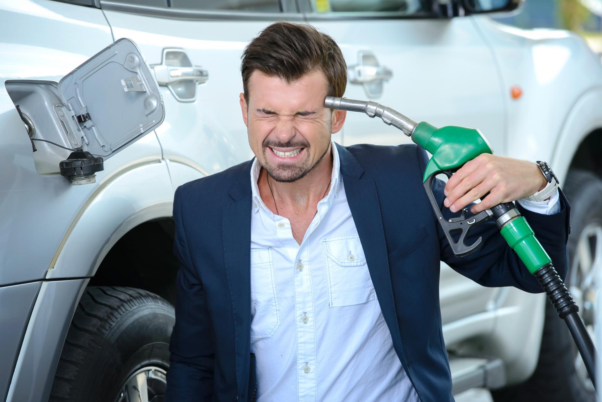 некоторых картинки бензин на дороге фотограф
