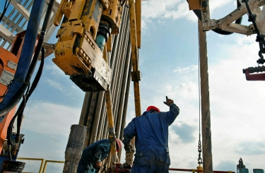 Нефтяники США начали доплачивать покупателям своей нефти